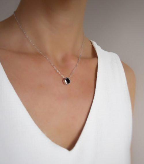 collier pierre noire